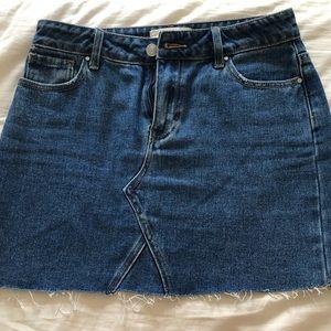 High waisted tight denim skirt!